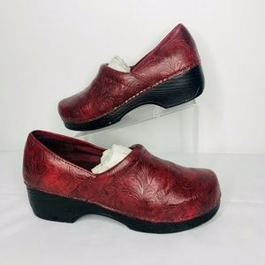 Bass Melinda Red Womens 7M Floral Embossed uppers